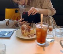 『須藤茉麻の食事撮影風景wwwwwwwwwwwwwwwwwwwww』の画像