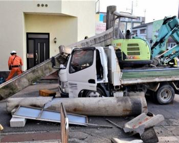 【大牟田事故】熊野神社の鳥居にトラックが衝突し運転席に崩れ落ちる(画像あり)