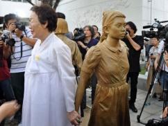 ムン大統領「慰安婦問題で日本を徹底的に追い込む」⇒ 日本政府「合意を実施しろ」⇒ ムン「慰安婦合意なんで知らない。そんなもの無いから」正式表明へwwwwww