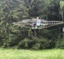 DIYの達人が発明した人が乗れるドローン! 76枚のプロペラで騒音を立てて飛ぶ