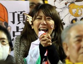 里田まい ファンとして沿道で楽天の優勝パレード参加!