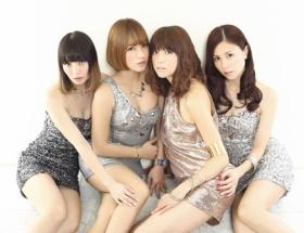 hitomi、新曲「バラユメ」のミュージックビデオにMAXとボディコン姿で登場!