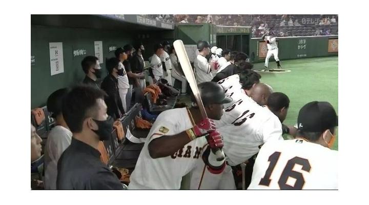 【画像/動画】巨人のサヨナラ勝利が決まった瞬間のモタの表情の変化ww