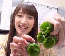 『【カントリー・ガールズ】山木梨沙さん料理しないとは言えこのピーマンの種の取り方はやばくね?』の画像