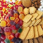 【悲報】「仕事中にお菓子をボリボリ食べるのは非常識」 職場でのもぐもぐタイムに批判殺到