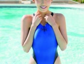 G乳グラドル清水みさと 推定角度80度のハイレグ競泳水着姿