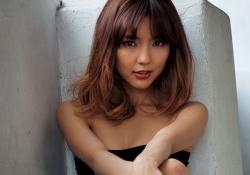 真野恵里菜さんの色気ムンムンの谷間グラビアがセクシーだと話題に