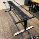 『昇降テーブル組めました』の画像