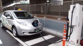 「EV(電気自動車)タクシーでは商売にならない」 バッテリー劣化で1回の充電で50キロしか走れず