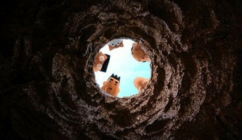 彡(゚)(゚)「何やこの穴!どんどんゴミ入るやんけ!」