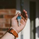 『来訪者は多いのに、民泊規制はゆるい。Airbnbで利益を上げやすい10都市』の画像