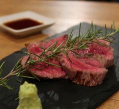 お肉のお刺身からグリル、肉寿司まで、かわいい肉バル【下北沢 肉バル Bon 】東京