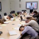 『睡眠不足のビジネスパーソン注意!睡眠不足によって起きる様々な影響!』の画像