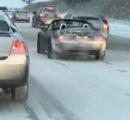 車のフロントガラスが凍ってしまった!最も効果的な対処法は?