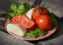 バカ「本物のトマトは甘いから騙されたと思って食ってみ?」(謎ドヤスマイル)