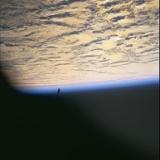 1万3千年前から地球上空を飛行する人工衛星ブラックナイトをNASAが撮影(画像あり)