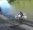 ため池に落ちたときは「浮いて、待て」