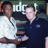 『【シリアルキラー】マイク・タイソンが握手をしている男の正体』の画像