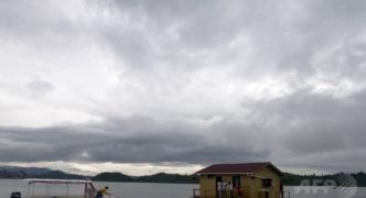 人造湖で観光客150人を乗せた船が沈没、空軍発表