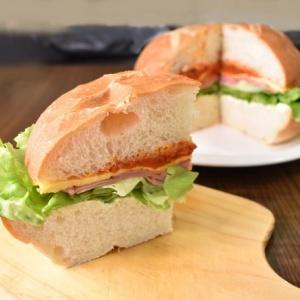 特大ブールでサンドイッチ