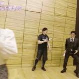 『【gifあり】え??後ろのおじさん、突然踊り出したらキレが凄すぎてワロタwwwwww【乃木坂46】』の画像