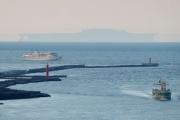 【新潟】日本海の沖合で「巨大な空母」のような蜃気楼出現 (写真あり)