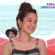 筧美和子&久松郁実、ビーチヨガで揺れるバストのビキニショー![画像あり] アイドルファンマスター