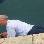 【動画】また中国人観光客が!今度はイタリアで勝手にウニを採りその場で食べる [海外]