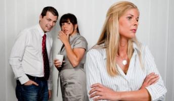 「他人の悪口ばかり言う人」の頭の中はどうなっているのか? 「脳の異常」の可能性も