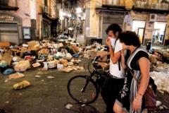【G】財政破綻で巨大ゴキブリがナポリを占拠