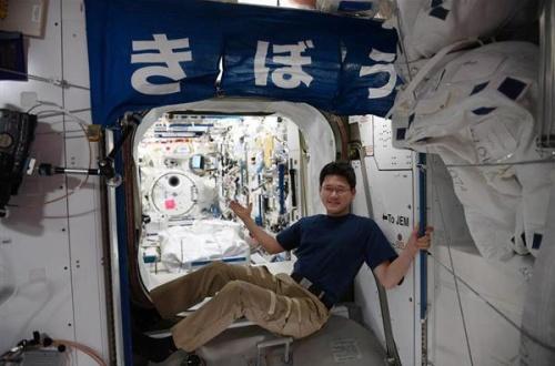 【宇宙】金井宣茂さん(41)、宇宙で「身長が9センチ伸びた」…国際宇宙ステーション滞在3週間でのサムネイル画像
