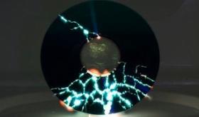 【衝撃映像】   日本人「CDを電子レンジに入れて チンしてみた。」    海外の反応