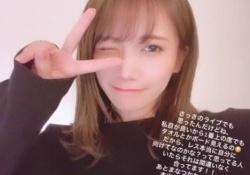 ほぉおおおうw 秋元真夏、ウインク&ピースが可愛すぎるぅwwwww
