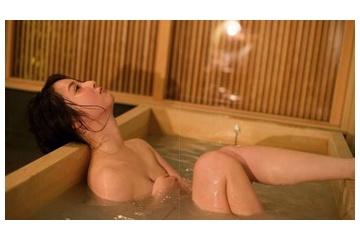 佐々木希「お風呂入るために裸になってんだからエロい目で見るなよ!」