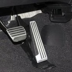 国交省「踏み間違い防止装置開発を!」交通事故対策で国内主要メーカー8社に要請