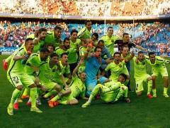 【画像】自身にとって初の欧州リーグタイトル獲得で興奮したスアレスがチームメイトを・・・www