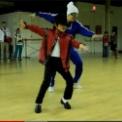 凄すぎる!マイケル・ジャクソンのダンスを踊る8才の少年。