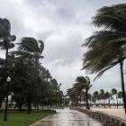 『「風が強くなってきた」を英語で言うと?』の画像