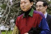 鳩山首相のシャツ「最悪。絶対にわが社の製品ではない!」イタリアブランドが酷評