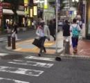 【動画】新宿の路上で完全に時間停止しているオッサンが撮影されるwwwww