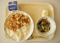 【悲報】おんj民、麻婆豆腐は絹豆腐か木綿豆腐かで大喧嘩