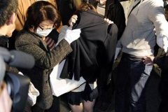 男性客に下着をのぞき見させる「女子高生見学クラブ」を摘発 18歳未満の少女が時給900円程度でアルバイト