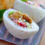 『野菜いっぱいタルタル添えチキンサンドの朝ごはん』の画像