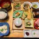 【囲炉裏長屋 つるべ川口店】福山市の個室で食べれる大人気『つるべの玉手箱』色々食べれて嬉しい女子会にもピッタリの居酒屋ランチ。