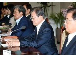ムン大統領「法相辞任したけど私に責任はない。日本をどうにかすれば支持率爆上げ」