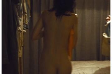 臼田あさ美さん全裸になって生尻を見せる