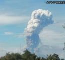 インドネシア、スラウェシ島北部のソプタン山が噴火。海抜5809メートルまで噴煙