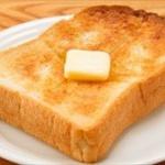俺「トーストいる?」姉「ん~いらん」俺「チーズとベーコン乗ってるよ」姉「いらんから」俺「そう…」