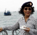 【女ゴルゴ13の異名を持つ大臣】「違法操業の外国漁船は沈没させよ」インドネシアの女性大臣がすごい