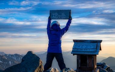 『天を鋭く突き刺すかごとく屹立した山 槍ヶ岳・3.180M』の画像